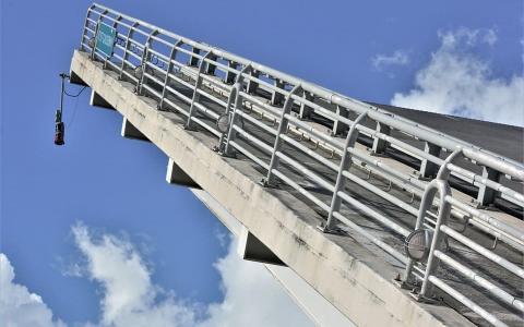 Puente de acero galvanizado